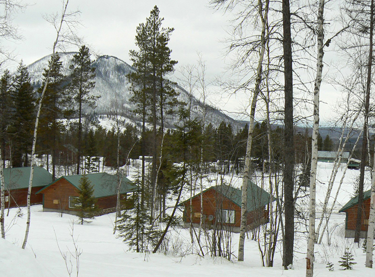 Log+cabins+at+the+Glacier+Outdoor+Center%2C+a+half-mile+from+the+west+entrance+of+Glacier+National+Park+in+Montana%2C+come+with+views+of+snow-covered+mountains+in+winter.+%28Carol+Pucci%2FSeattle+Times%2FMCT%29
